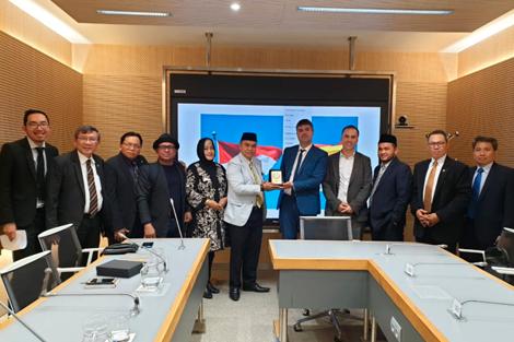 Análisis con senadores indonesios sobre la participación política