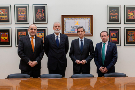 From left to right: Enrique Fernández Puertas (Director of Digitalisation and Arquitecture at Repsol); Julio L. Martínez (Rector  of Comillas); Luis Cabra Dueñas (General Director of Technological Development, Resources, and Sustainability at Repsol); Mariano Ventosa (Vice-Chancellor for Research and Internationalisation at Comillas Pontifical University and Co-Director of the Chair for Smart Industry)